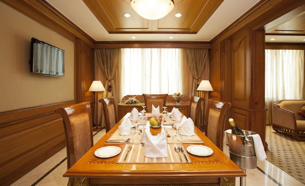In-Room Dining, The Accord Metropolitan