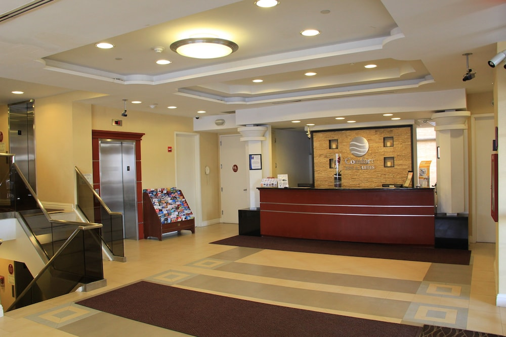 Reception, Comfort Inn & Suites LaGuardia Airport