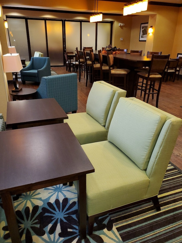 Breakfast Area, Hampton Inn Stow
