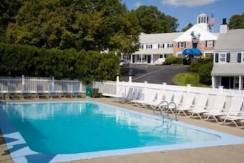 Outdoor Pool, The Inn at Mystic