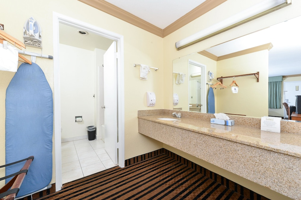 Bathroom, Americas Best Value Inn Vacaville Napa Valley