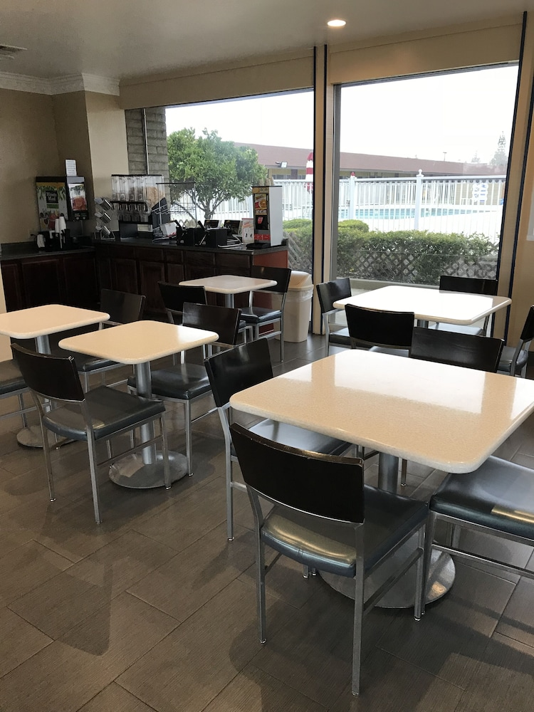 Breakfast Area, Americas Best Value Inn Vacaville Napa Valley