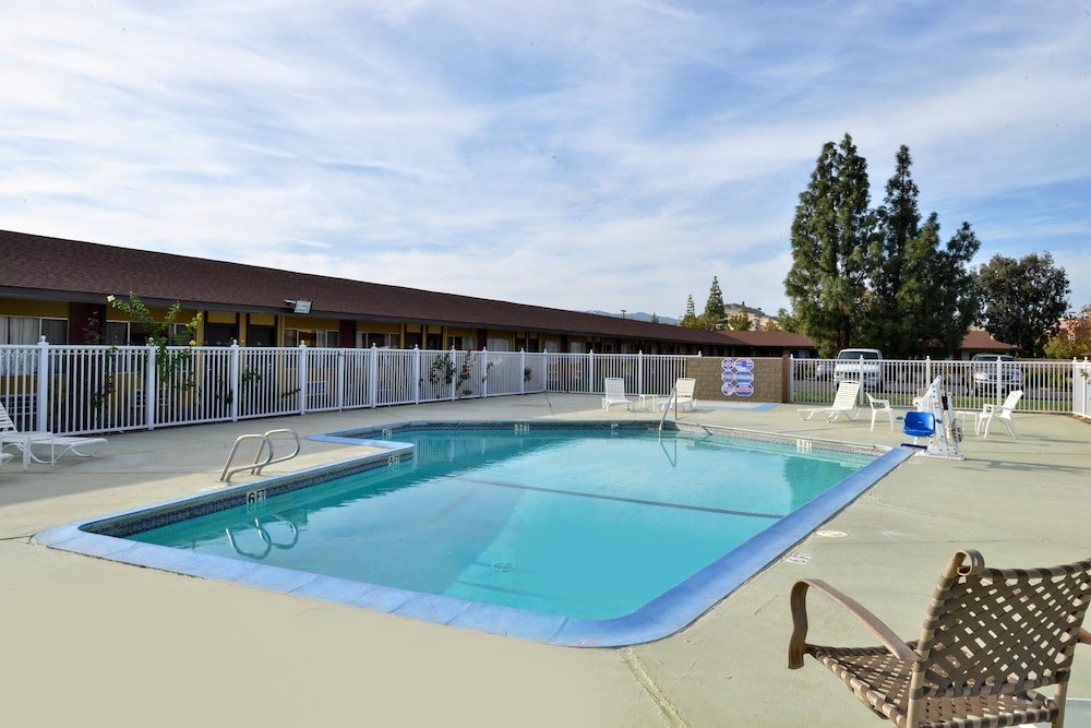 Outdoor Pool, Americas Best Value Inn Vacaville Napa Valley