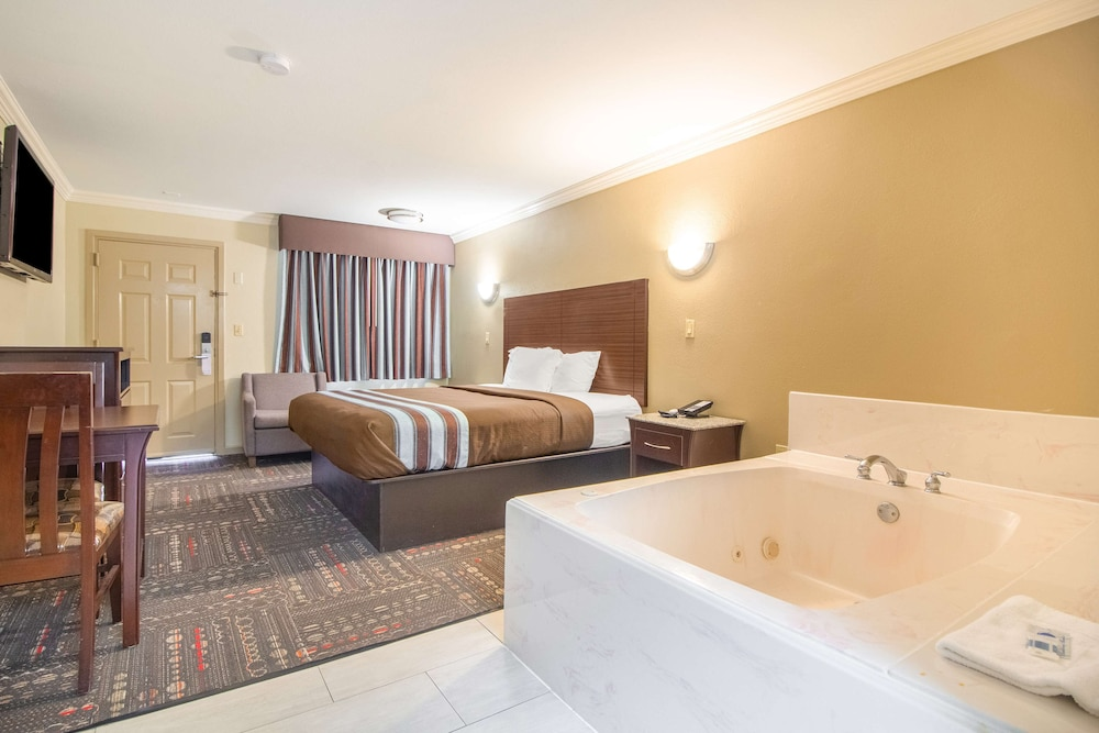 Private Spa Tub, Americas Best Value Inn Houston at I-45 & Loop 610