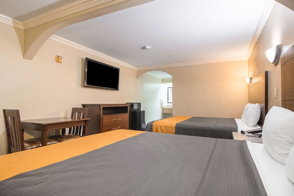 Room, Americas Best Value Inn Houston at I-45 & Loop 610