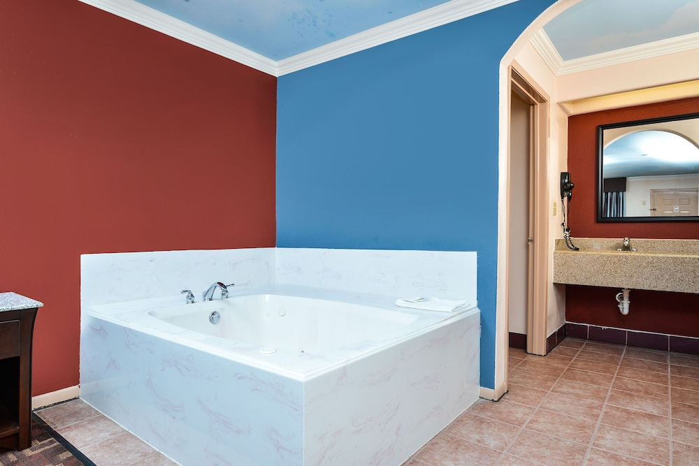 Jetted Tub, Americas Best Value Inn Houston at I-45 & Loop 610