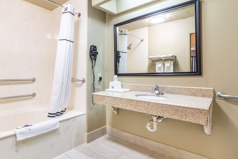 Bathroom, Americas Best Value Inn Houston at I-45 & Loop 610