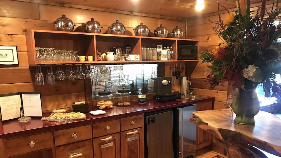 Good Medicine Lodge Bed & Breakfast