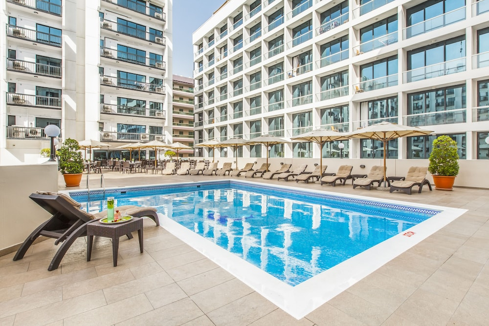 Pool, Golden Sands Hotel Apartments