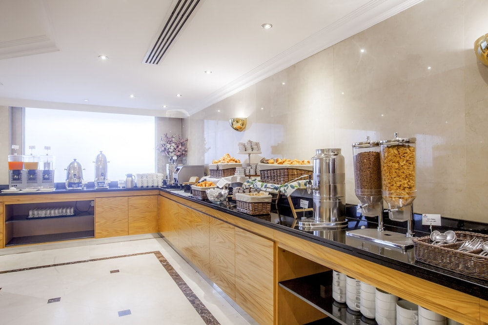Buffet, Golden Sands Hotel Apartments