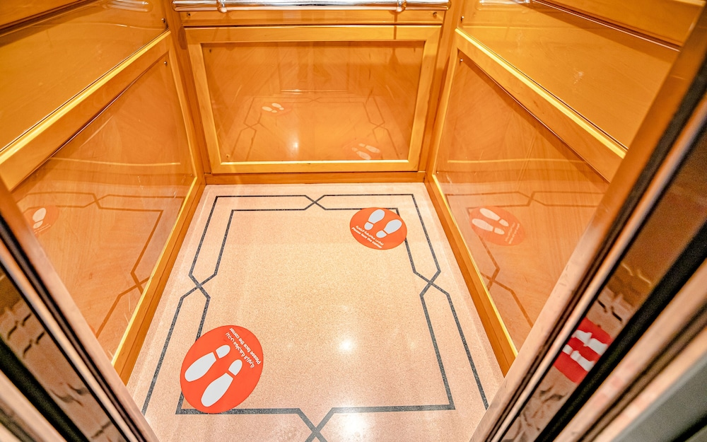 Elevator, Golden Sands Hotel Apartments