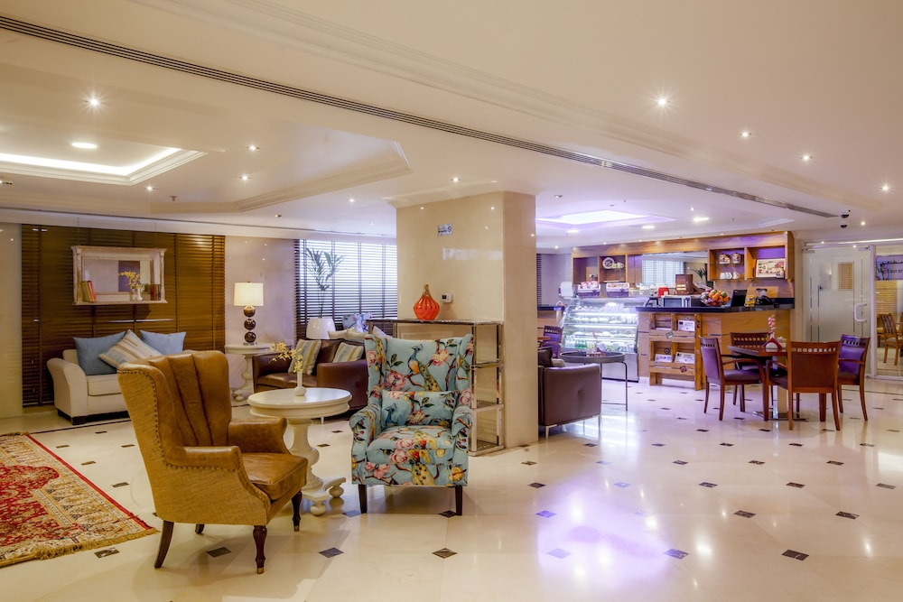 Lobby Lounge, Golden Sands Hotel Apartments