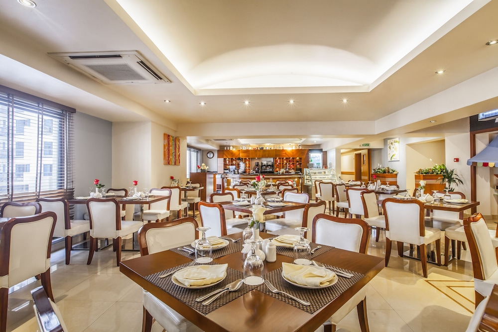 Restaurant, Golden Sands Hotel Apartments