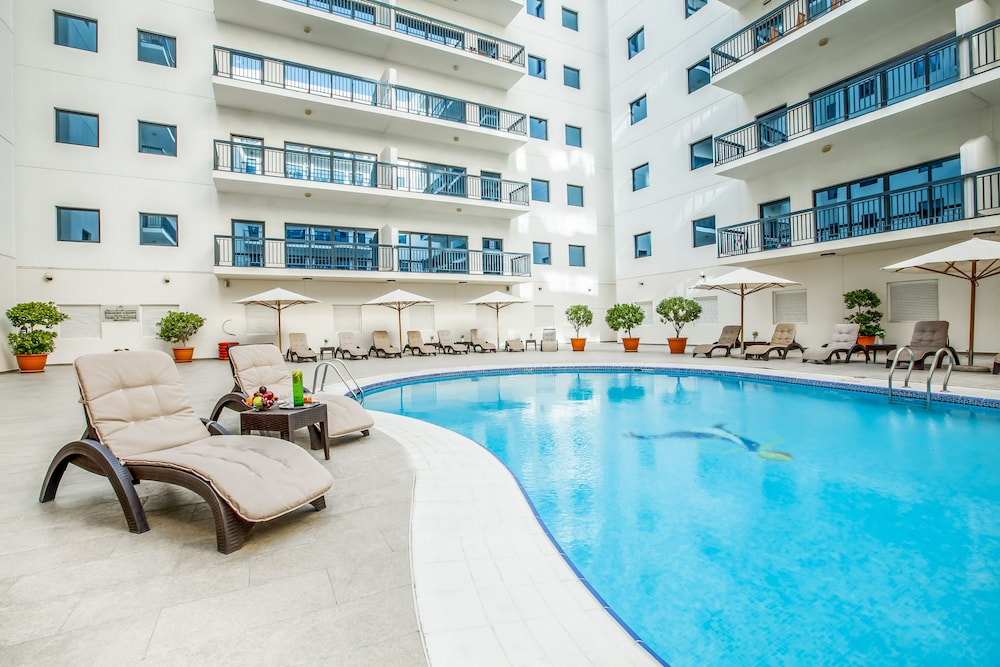Outdoor Pool, Golden Sands Hotel Apartments