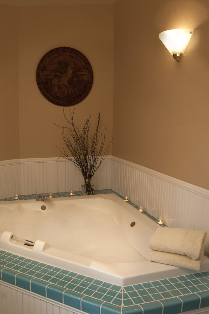 Jetted Tub, Eagle Harbor Inn