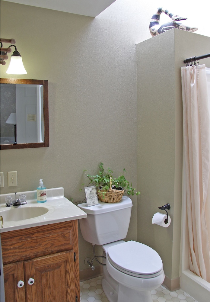 Bathroom, Eagle Harbor Inn