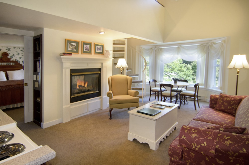 Living Area, Eagle Harbor Inn