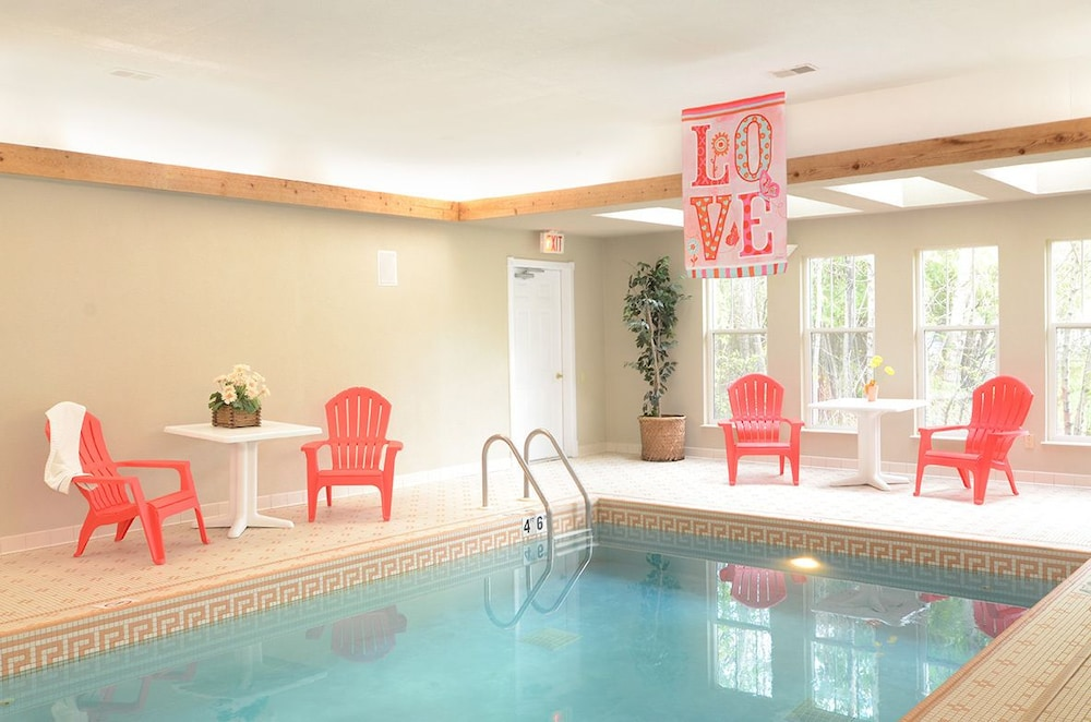 Indoor Pool, Eagle Harbor Inn