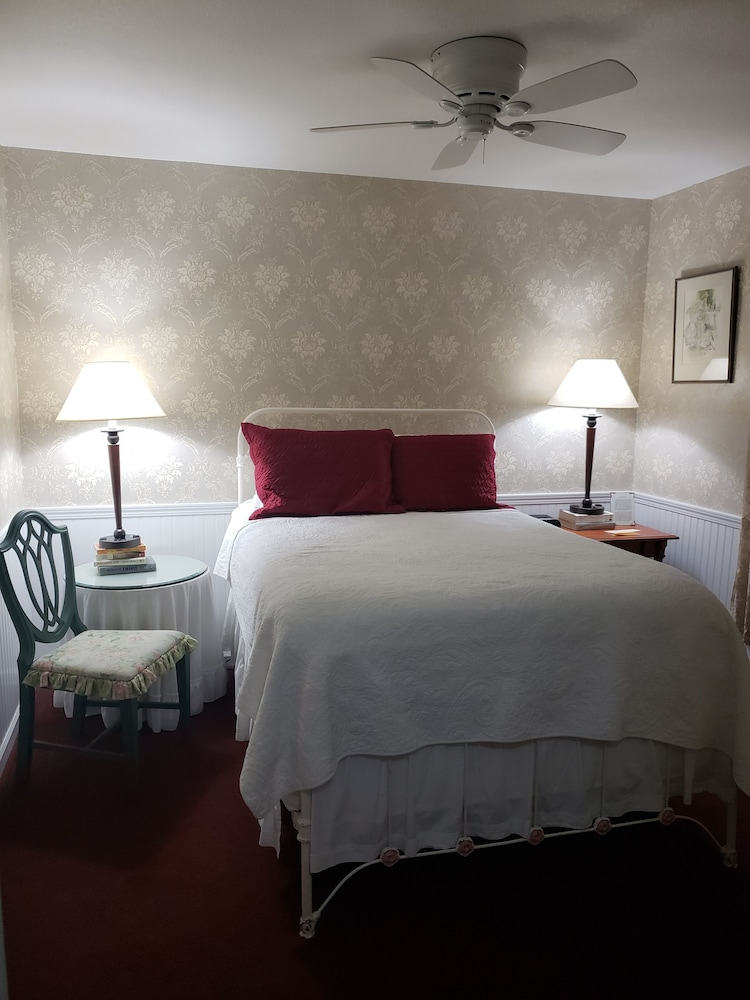 Room, Eagle Harbor Inn