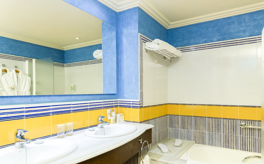Bathroom, TUI BLUE Isla Cristina Palace - Adults Only