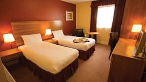 Hypo-allergenic bedding, desk, blackout drapes, free WiFi