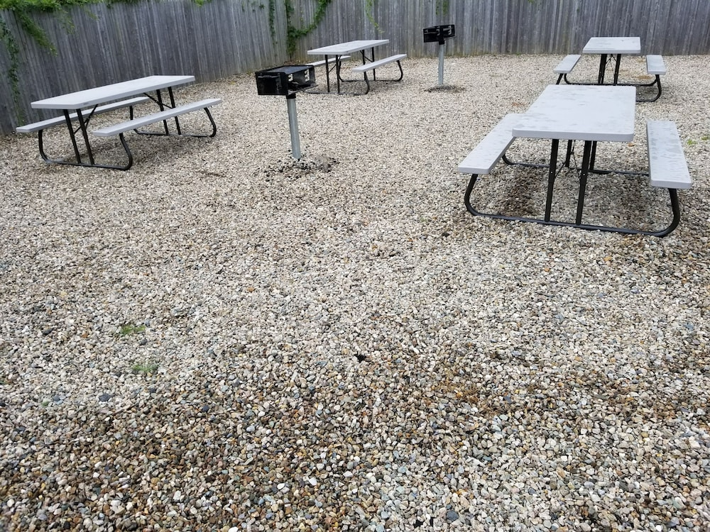 BBQ/Picnic Area, All Seasons Inn and Suites