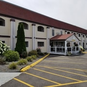 All Seasons Inn and Suites
