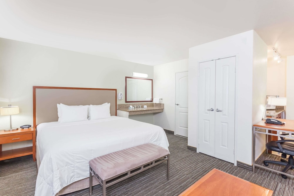 Room, Hawthorn Suites by Wyndham Victorville