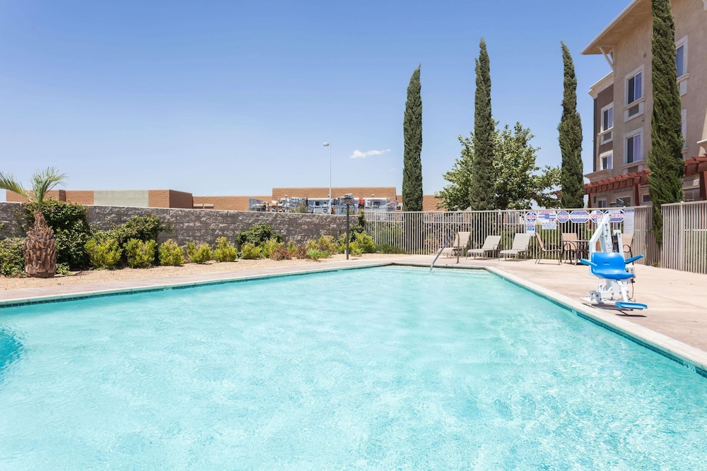 Pool, Hawthorn Suites by Wyndham Victorville