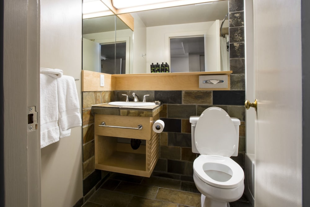 Bathroom, The Juniper Hotel
