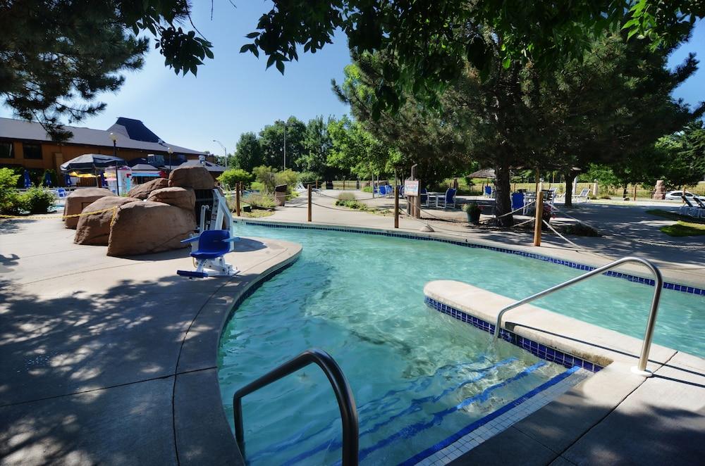 polynesian water park resort reviews photos rates. Black Bedroom Furniture Sets. Home Design Ideas
