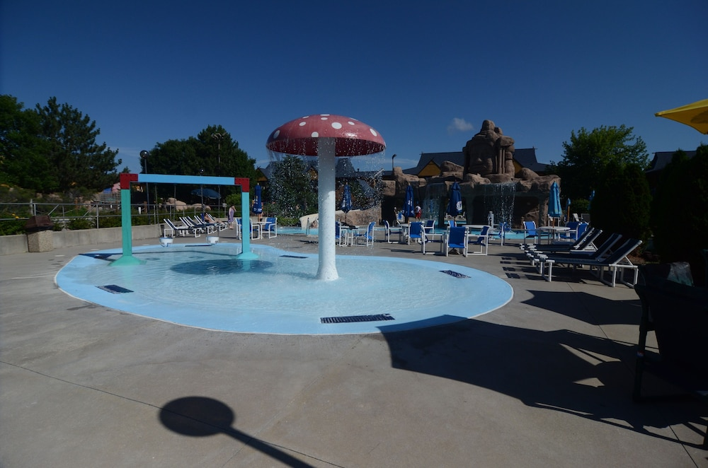 polynesian water park resort  wisconsin dells  2020 room prices  u0026 reviews