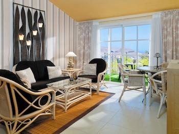 Calle Meandro 3, 38640 Arona, Tenerife.