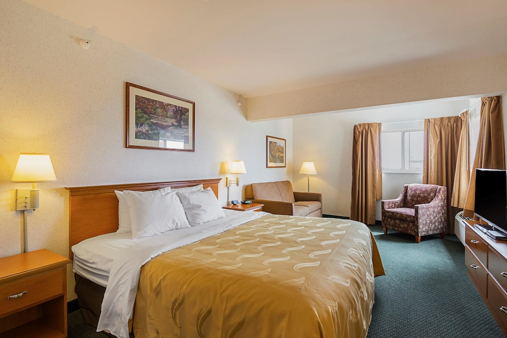 Room, Quality Inn & Suites Belmont Route 151