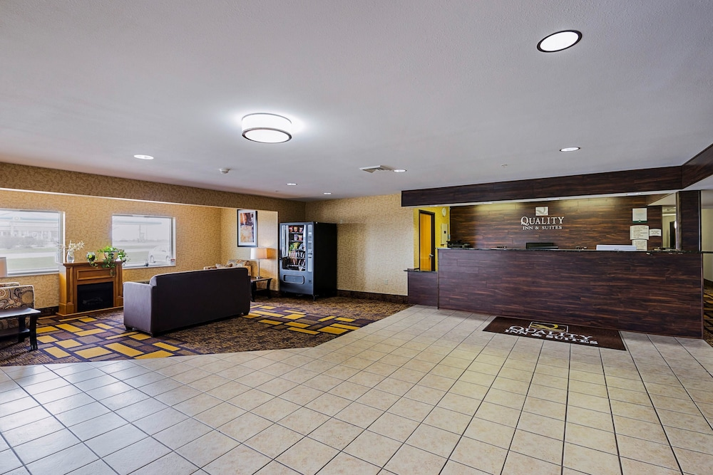 Lobby, Quality Inn & Suites Belmont Route 151