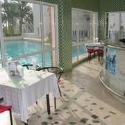 Bar en bord de piscine
