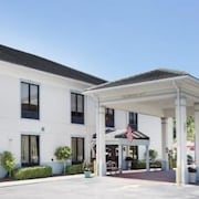 Baymont Inn & Suites Garden City/Savannah
