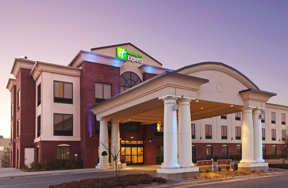 Holiday Inn Express Hotel Suites Pine Bluff Pines Mall In Pine