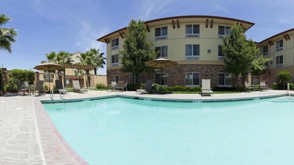 Outdoor Pool, Holiday Inn Express and Suites Turlock