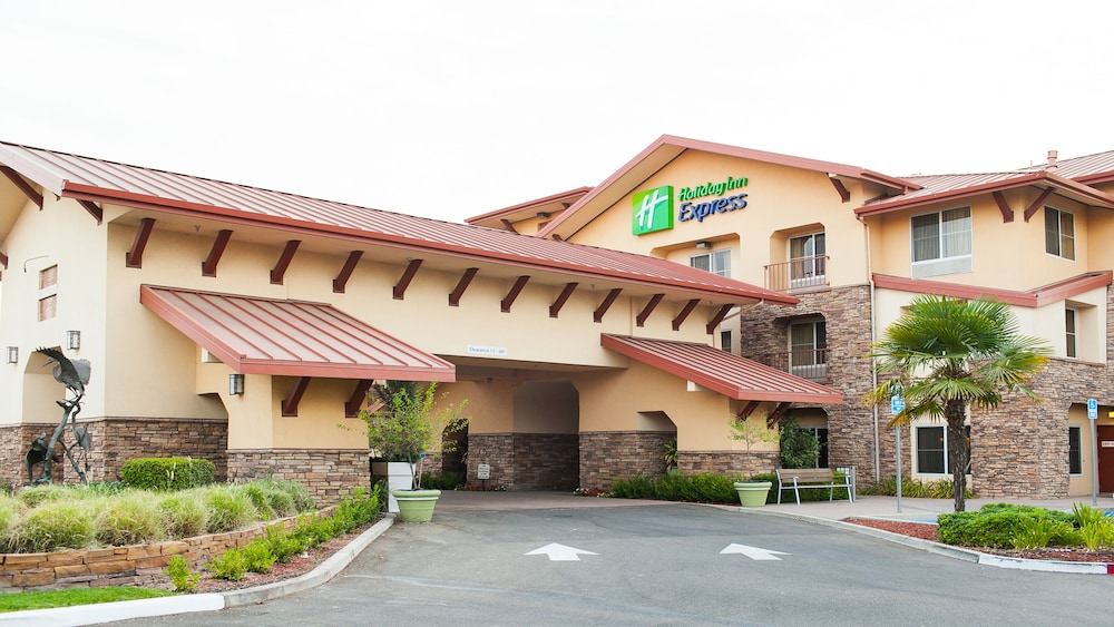Exterior, Holiday Inn Express and Suites Turlock