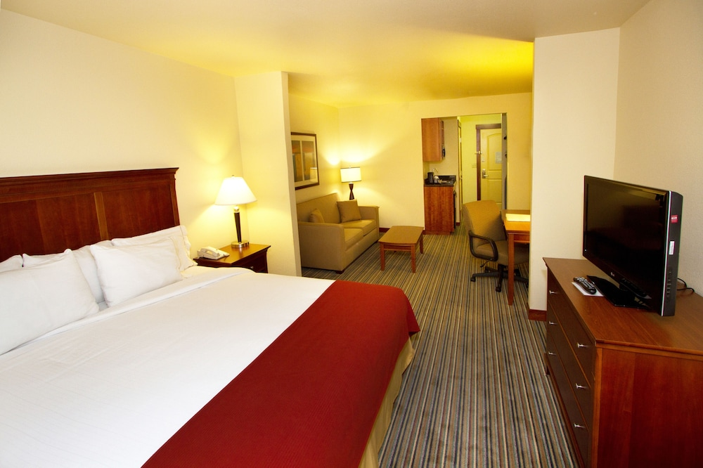 Room, Holiday Inn Express and Suites Turlock