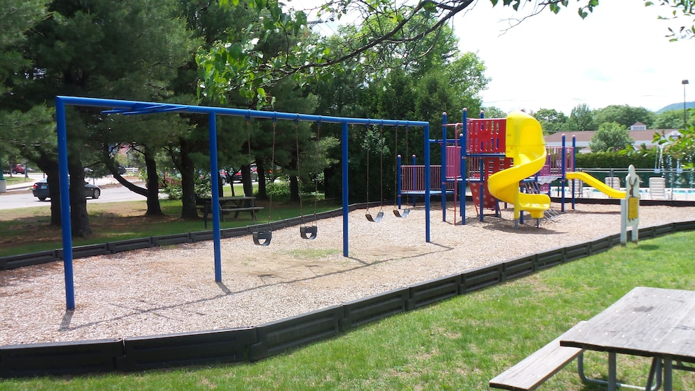 Children's Play Area - Outdoor, Green Granite Inn