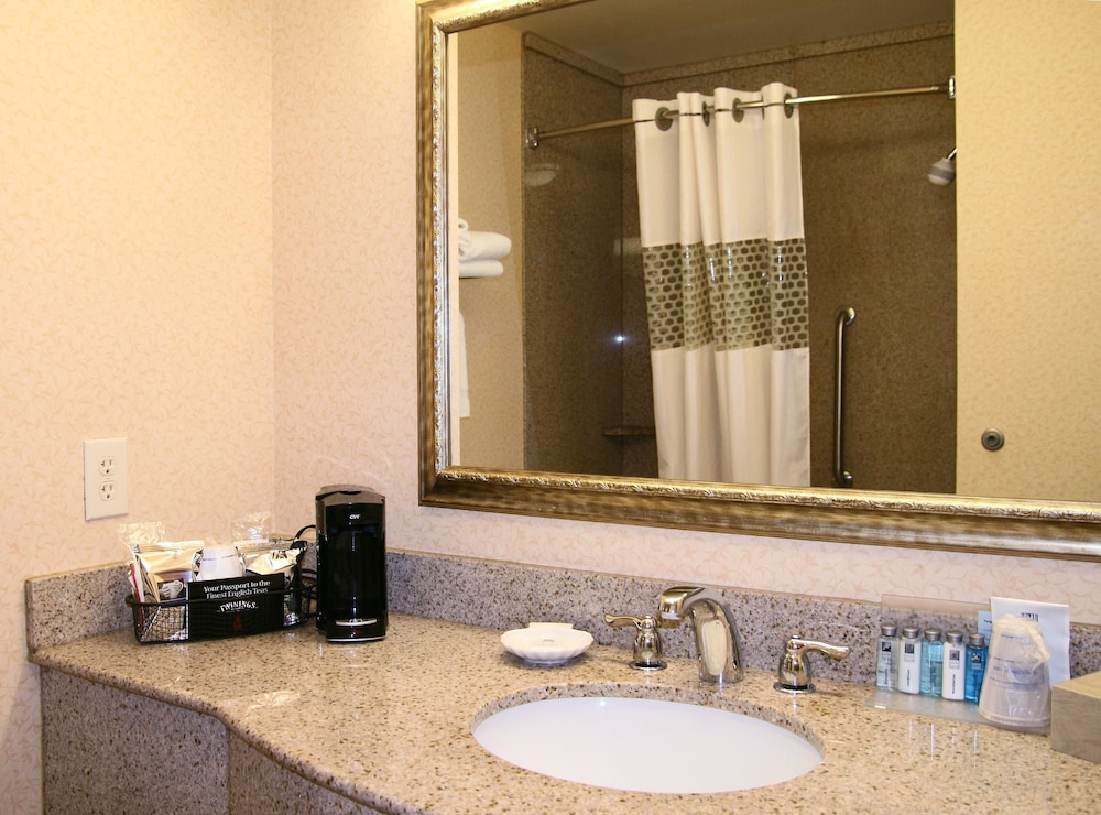 Bathroom, Hampton Inn Pittsburgh Area Beaver Valley CenterTownship