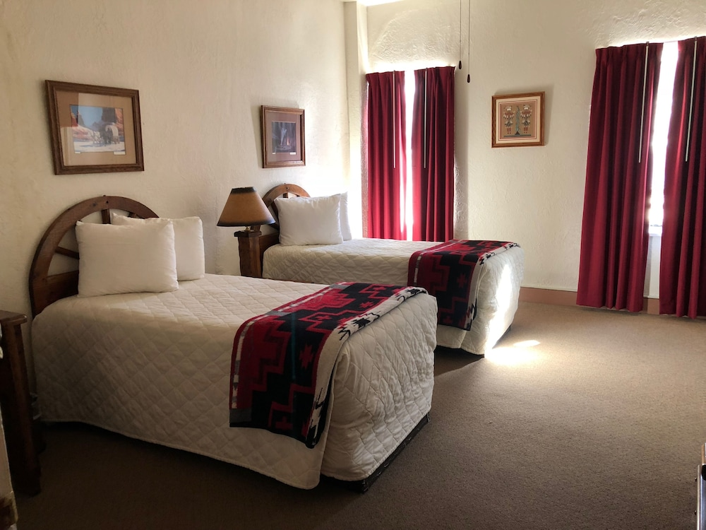 Room, El Rancho Hotel