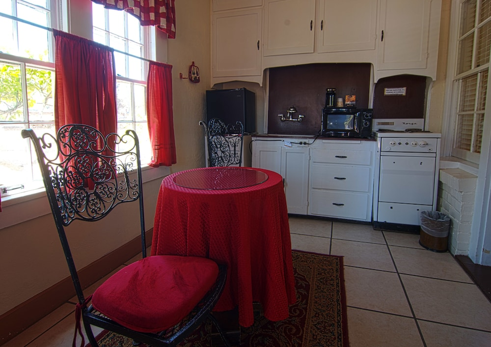 Private Kitchen, El Rancho Hotel