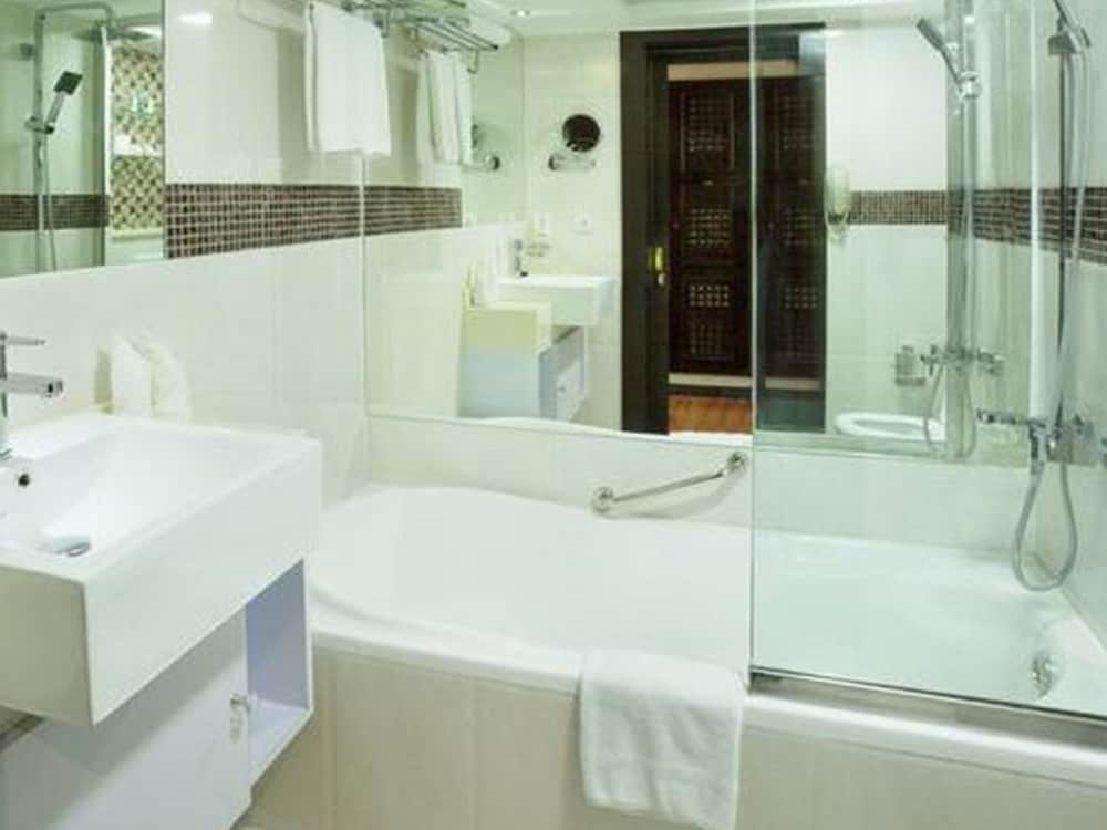 Bathroom, Arabian Courtyard Hotel & Spa