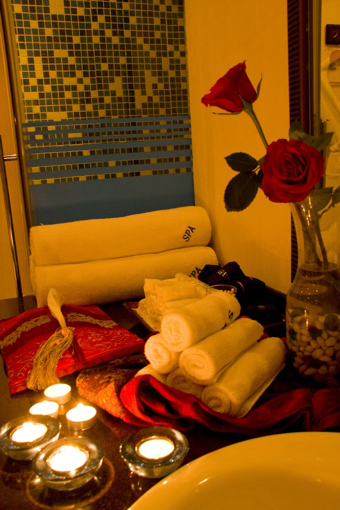 Spa Treatment, Arabian Courtyard Hotel & Spa