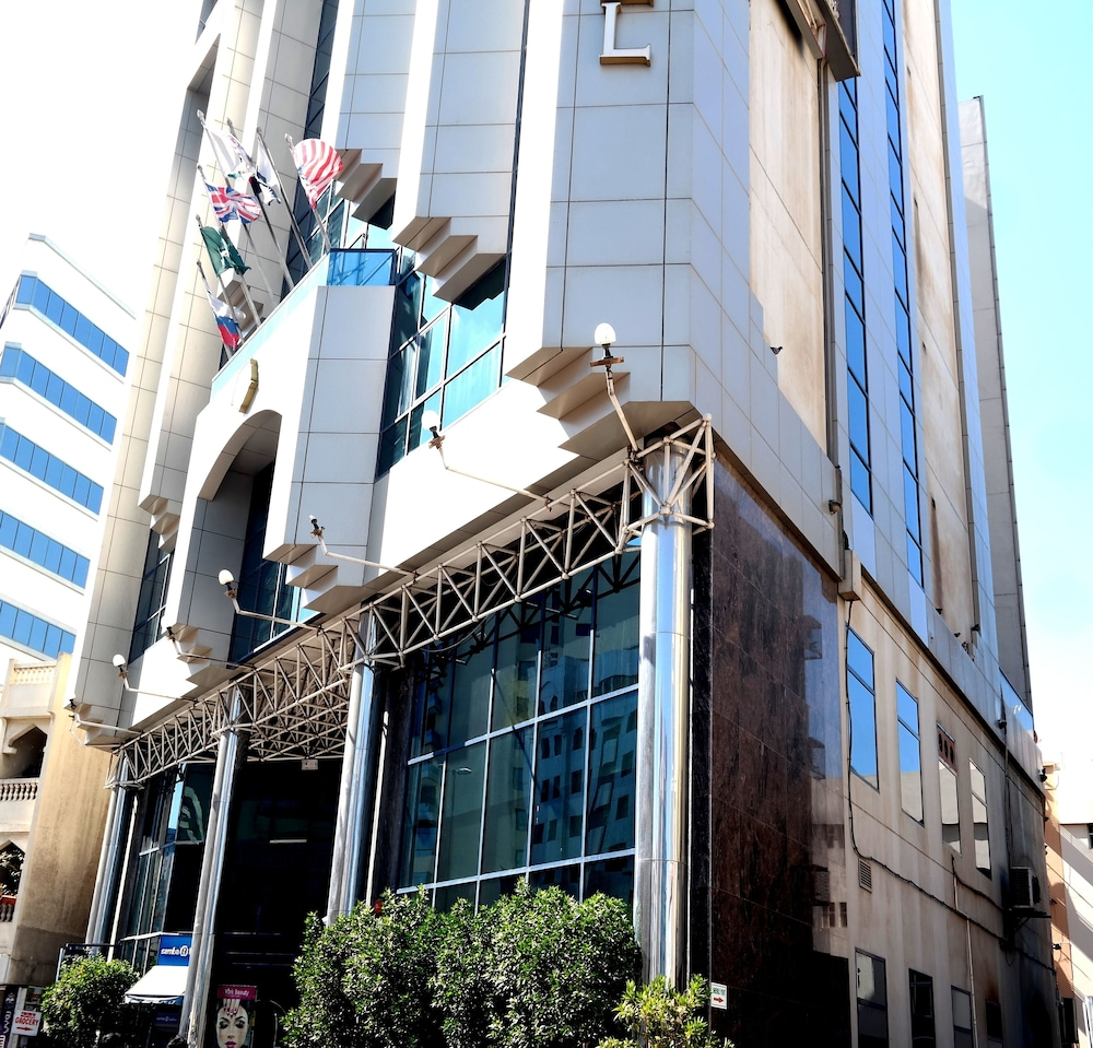 York international hotel reviews photos rates for Best hotel rates in dubai