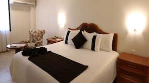 Colchones Select Comfort, caja fuerte, escritorio y cortinas opacas