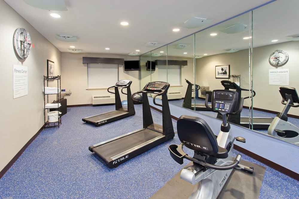 Fitness Facility, Holiday Inn Express Hotel & Suites Wharton